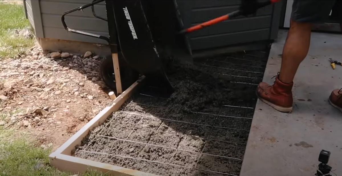 Steel mesh on concrete mix