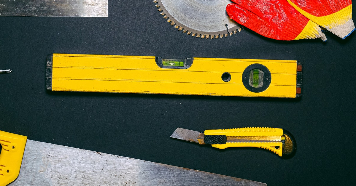 Level and utility knife