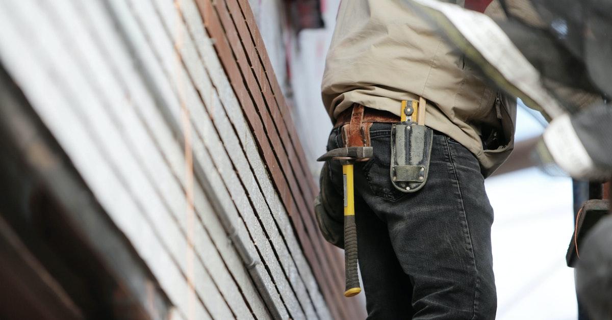 Hammer on a toolbelt